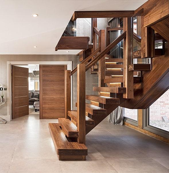 Cầu thang gỗ Óc Chó - đẳng cấp thật hay chỉ là đồn thổi?